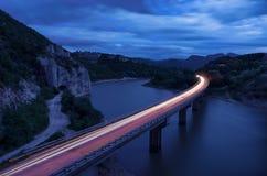 壮观的风景、nightscape与光足迹和岩石现象美妙的岩石巴尔干山,保加利亚 免版税库存照片