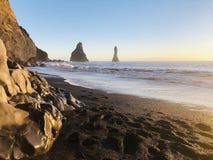 壮观的黑沙子在冰岛 免版税图库摄影