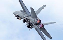 壮观的F-18大黄蜂充分的加力燃烧室起飞 库存图片