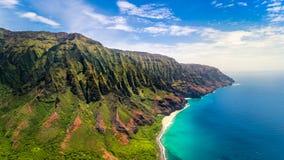 壮观的Na梵语海岸,考艾岛空中风景视图  图库摄影