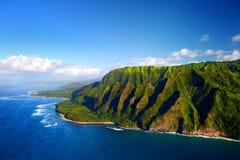壮观的Na梵语海岸,考艾岛美好的鸟瞰图  库存照片