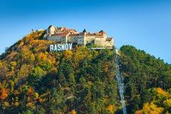 壮观的Rasnov堡垒在特兰西瓦尼亚, Rasnov,罗马尼亚,欧洲 免版税库存图片