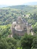 壮观的Vianden城堡从上面 免版税库存照片