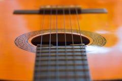 声学吉他串 免版税库存图片