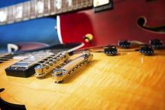 声学吉他在蓝色背景中 免版税图库摄影