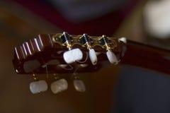 声学吉他的fretboard头 免版税库存照片