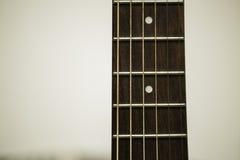 声学吉他苦恼和串 免版税库存图片