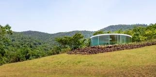 声波亭子Inhotim公开当代艺术博物馆的- Brumadinho,米纳斯吉拉斯州,巴西道格艾特肯 免版税库存图片
