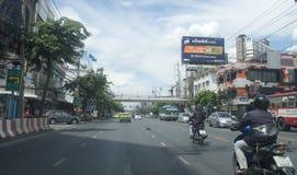声浪Daeng路街道视图在泰国 库存图片