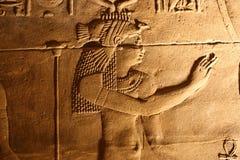 声音和光与象形文字在Isis菲莱,埃及寺庙  免版税库存照片