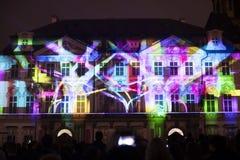 声音图轻videomapping在老镇sqaure在信号灯节日期间的布拉格2016年 库存照片