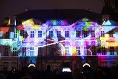 声音图轻videomapping在老镇sqaure在信号灯节日期间的布拉格2016年 图库摄影