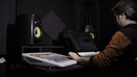 声音在演播室运作 影视素材