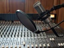 声音话筒的工作室 图库摄影