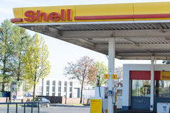 壳加油站的看法在费尔贝特 库存图片