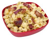 壳意大利面食用烟肉和豌豆 免版税库存图片