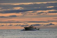 壳海岛,佛罗里达墨西哥湾快速汽艇日落 库存图片