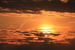 壳海岛,chillaxing的佛罗里达晒黑晒日光浴的日落 库存照片