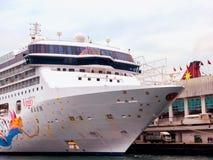 处女座在维多利亚港的游轮 免版税图库摄影