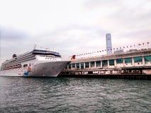 处女座在维多利亚港的游轮 图库摄影