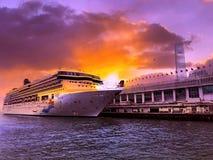 处女座在维多利亚港的游轮 免版税库存照片
