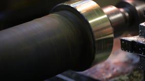 处理使用工厂机器的发光的金属零件 影视素材