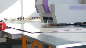 处理制造技术的工业金属 弯曲,打孔机 股票录像