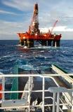 处理北海的锚点半可沉入水中 免版税库存照片