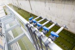 水处理厂管道系统 免版税库存照片