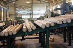 处理在锯木厂的木材 免版税库存图片