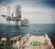 处理猛拉的船锚离开500米安全区 库存照片