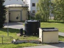 水处理现实大厦,细菌净化器 工业化学擦净剂集合 免版税库存图片