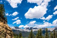 处理的科罗拉多完成的hdr山国家公园岩石风暴冬天 野生生物保护区在美国 蓝色岩石天空 免版税库存照片