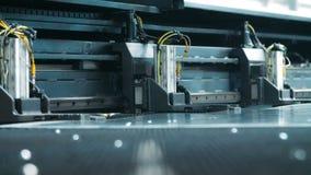 处理的金属板供应的现代电子技术 影视素材