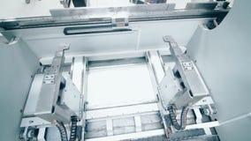 处理的金属零件自动化的线 在工厂的生产设备 股票录像