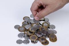 处理巴西真正的硬币 库存图片