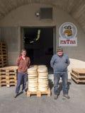 处理Fontina的典型的乳酪 免版税库存图片