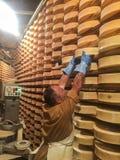 处理Fontina的典型的乳酪 图库摄影
