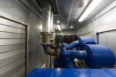 备用力量的发电器在控制室。 免版税库存照片