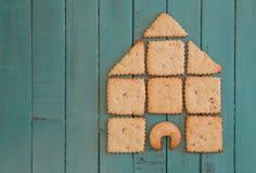 复制与在木板堆积的曲奇饼议院的空间 图库摄影