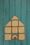 复制与在木板堆积的曲奇饼议院的空间 库存照片