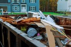 复制出大型垃圾桶充满大厦瓦砾 免版税库存照片