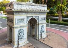 复制品凯旋门在微型泰国公园 免版税图库摄影