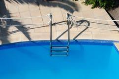 复制梯子池空间您游泳的文本 免版税图库摄影