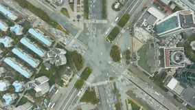 复杂平交道口在上海,中国 空中垂直的自上而下的看法 股票录像