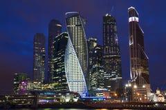 复杂莫斯科城市在晚上 俄国 免版税库存照片