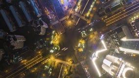 复杂路交叉点在上海,中国在晚上 空中垂直的自上而下的看法 股票视频