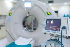 复杂MRI扫描器医疗设备在医院 图库摄影