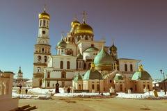 复活大教堂在17世纪的新耶路撒冷修道院里 Istra,莫斯科郊区,俄罗斯镇  免版税库存图片