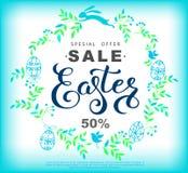 复活节与花圈的销售横幅由蓝色叶子和复活节Bu制成 免版税库存图片